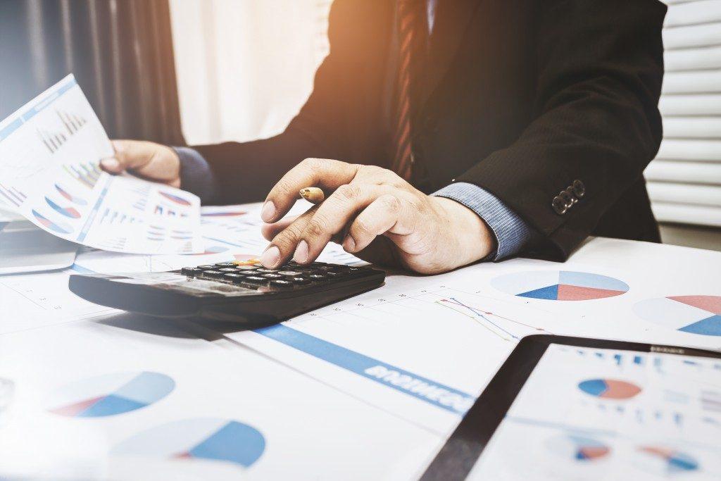 Employee computing reports using a calculator