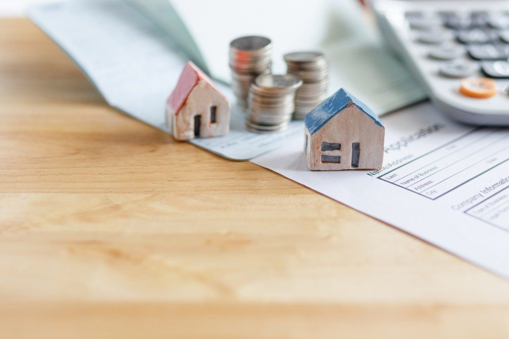 Little house models, loan application and calculator