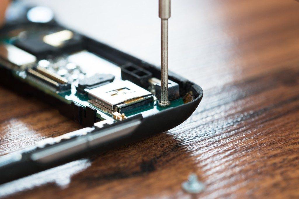 phone repair close up