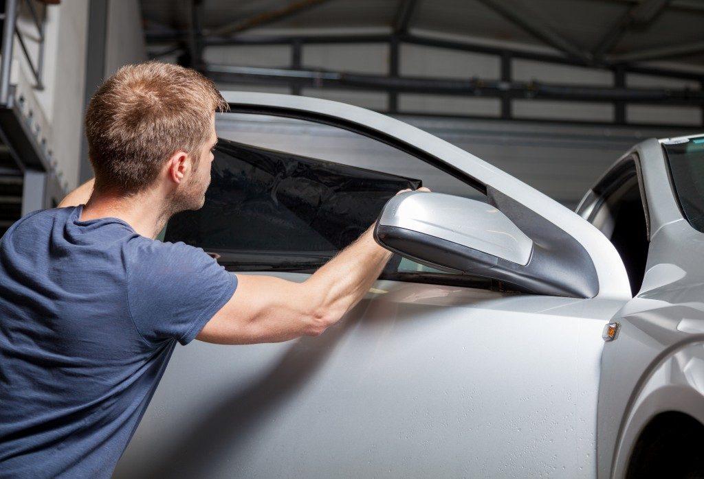 Applying tinting foil on car window