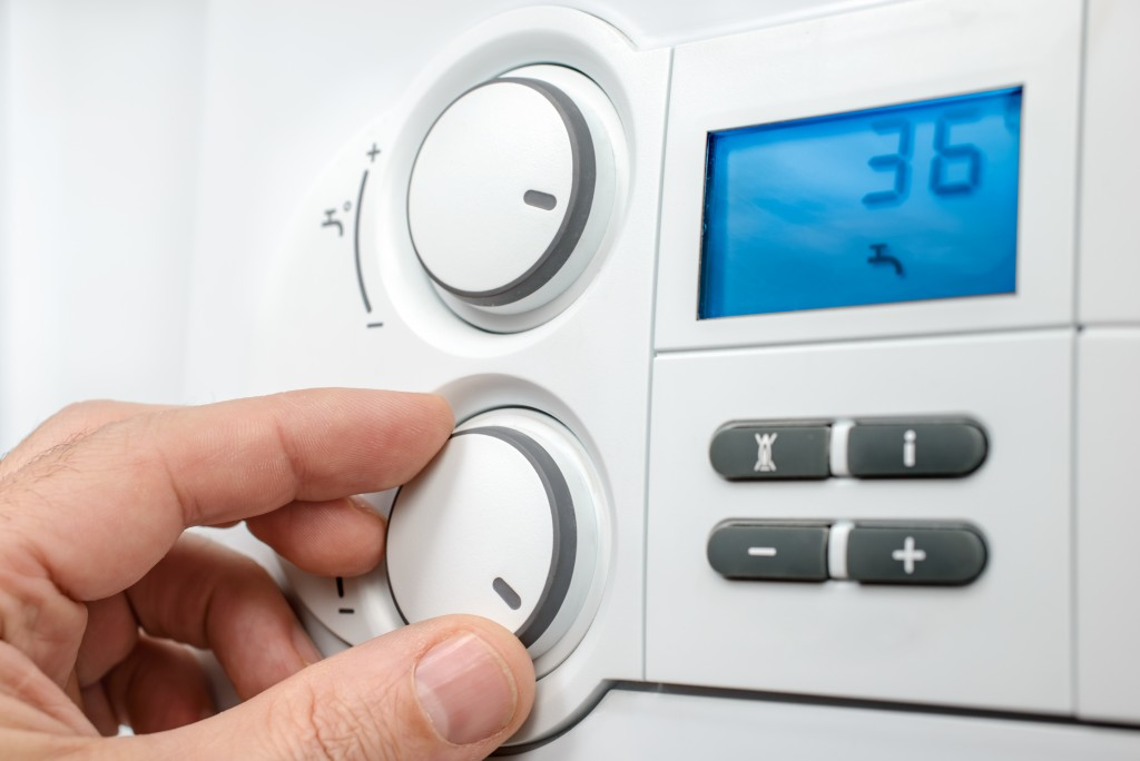 adjusting temperature on thermostat